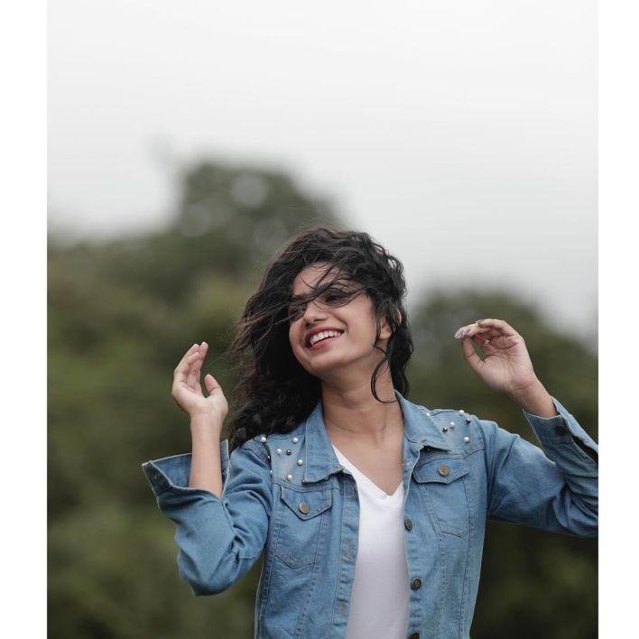 Deepa Thomas Gorgeous Photos, Biography, Wiki, Husband, Family, Instagram 23