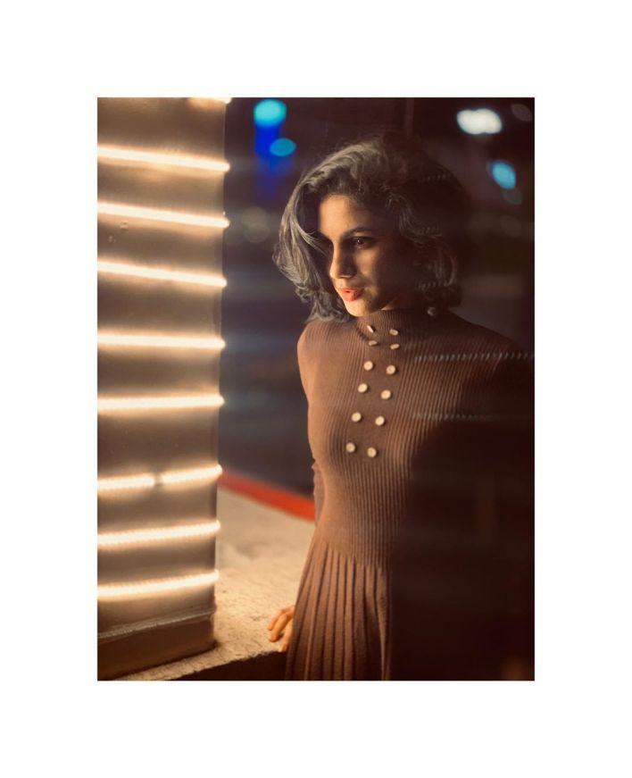 Deepa Thomas Gorgeous Photos, Biography, Wiki, Husband, Family, Instagram 19