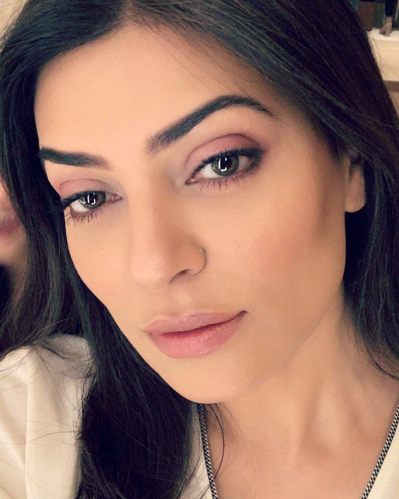 24+ Stunning Photos of Sushmita Sen 5