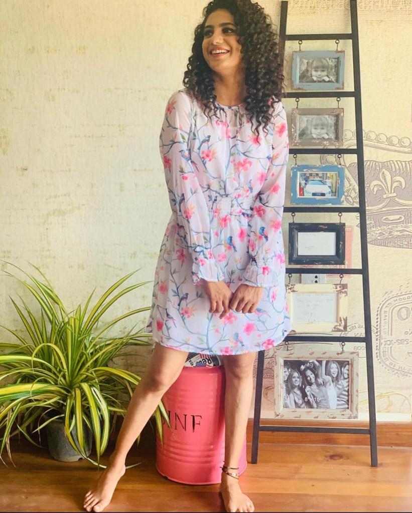 Deepa Thomas HD Photos, Biography, Wiki, Husband, Family, Instagram 5