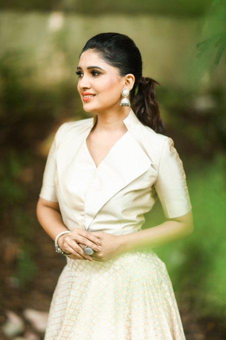 42 HD Beautiful Photos of Vani Bhojan 108