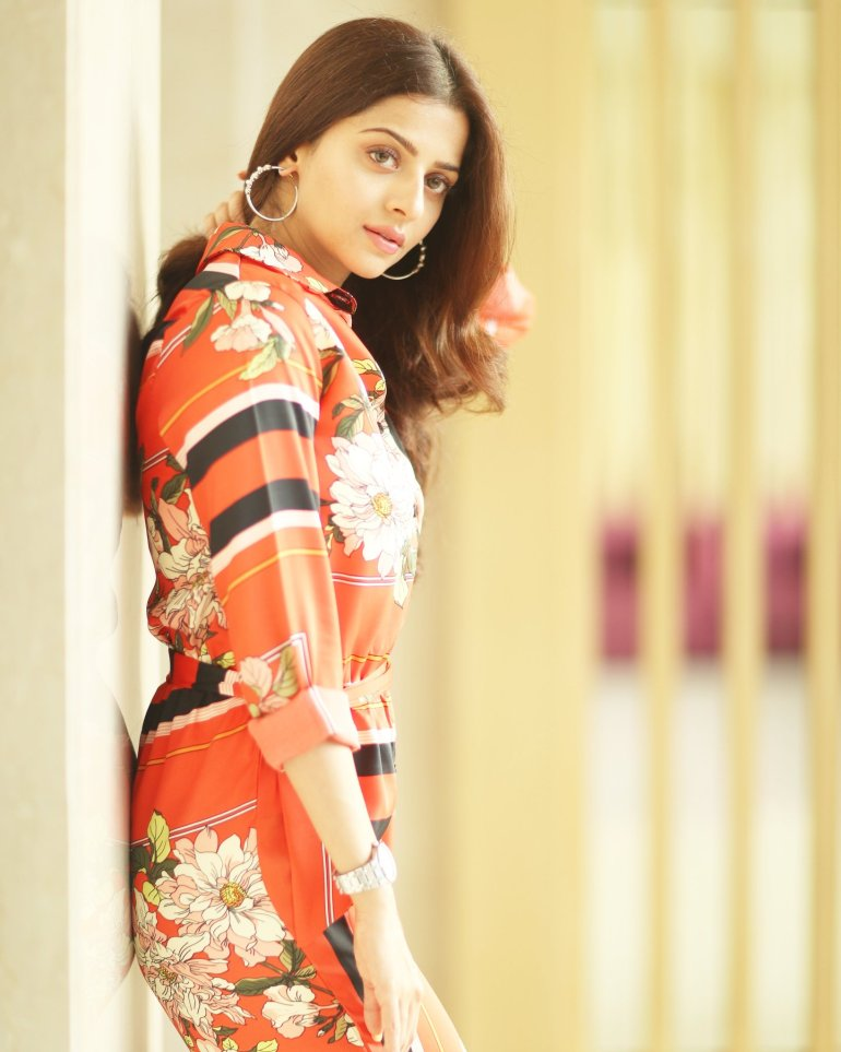 56+ Beautiful Photos of Vedhika 101