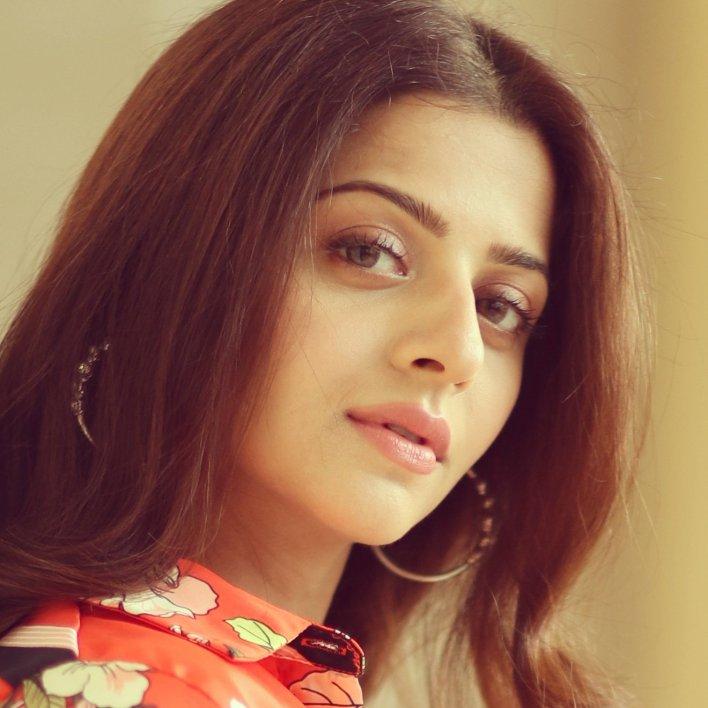 56+ Beautiful Photos of Vedhika 19