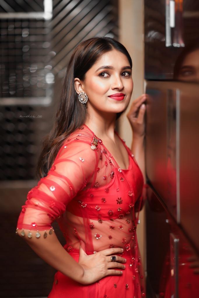 42 HD Beautiful Photos of Vani Bhojan 115