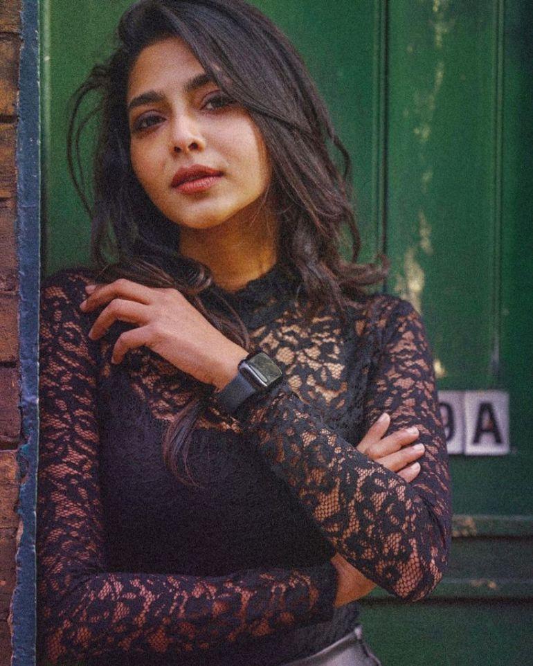 60+ glamorous Photos of Aishwarya Lekshmi 111