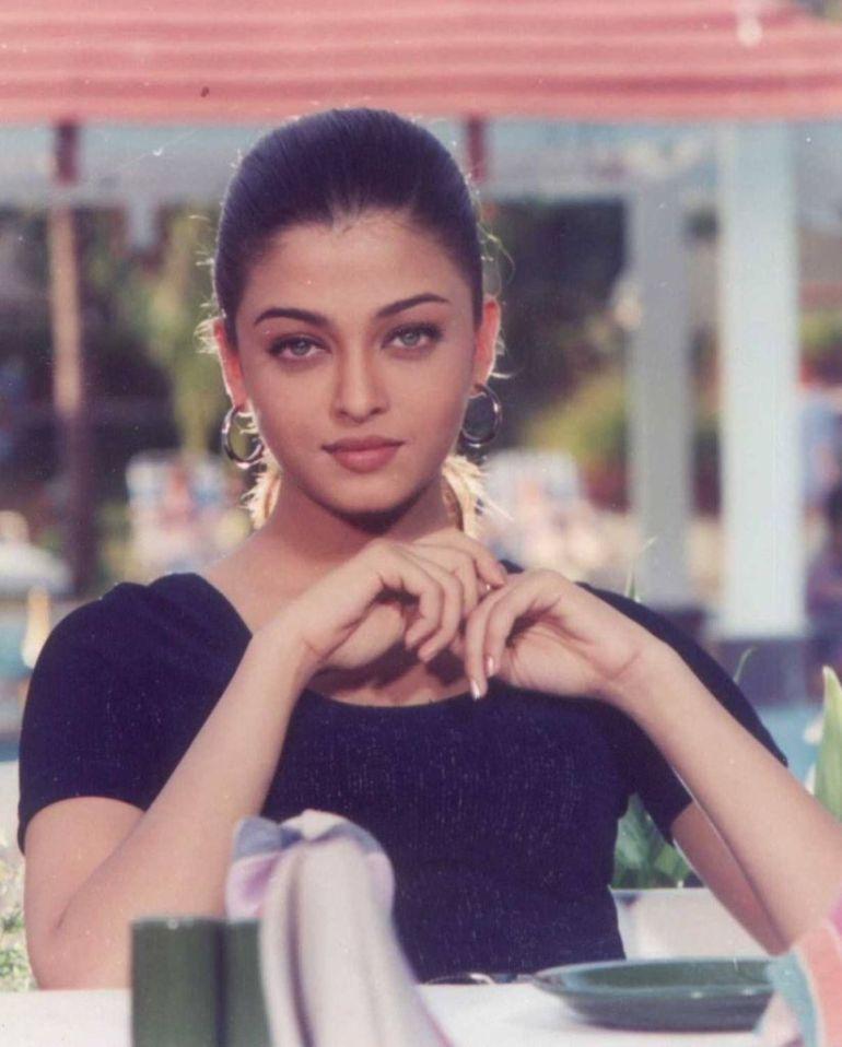 78+ Glamorous Photos Aishwarya Rai 89
