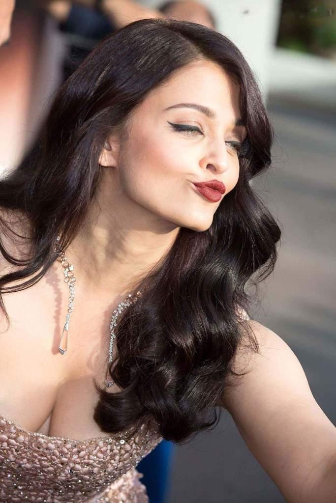 78+ Glamorous Photos Aishwarya Rai 151