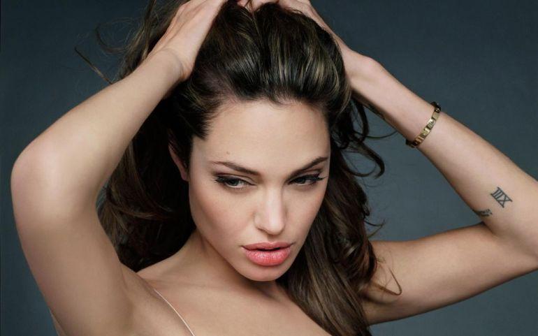 35+ Glamorous Photos of Angelina Jolie 120