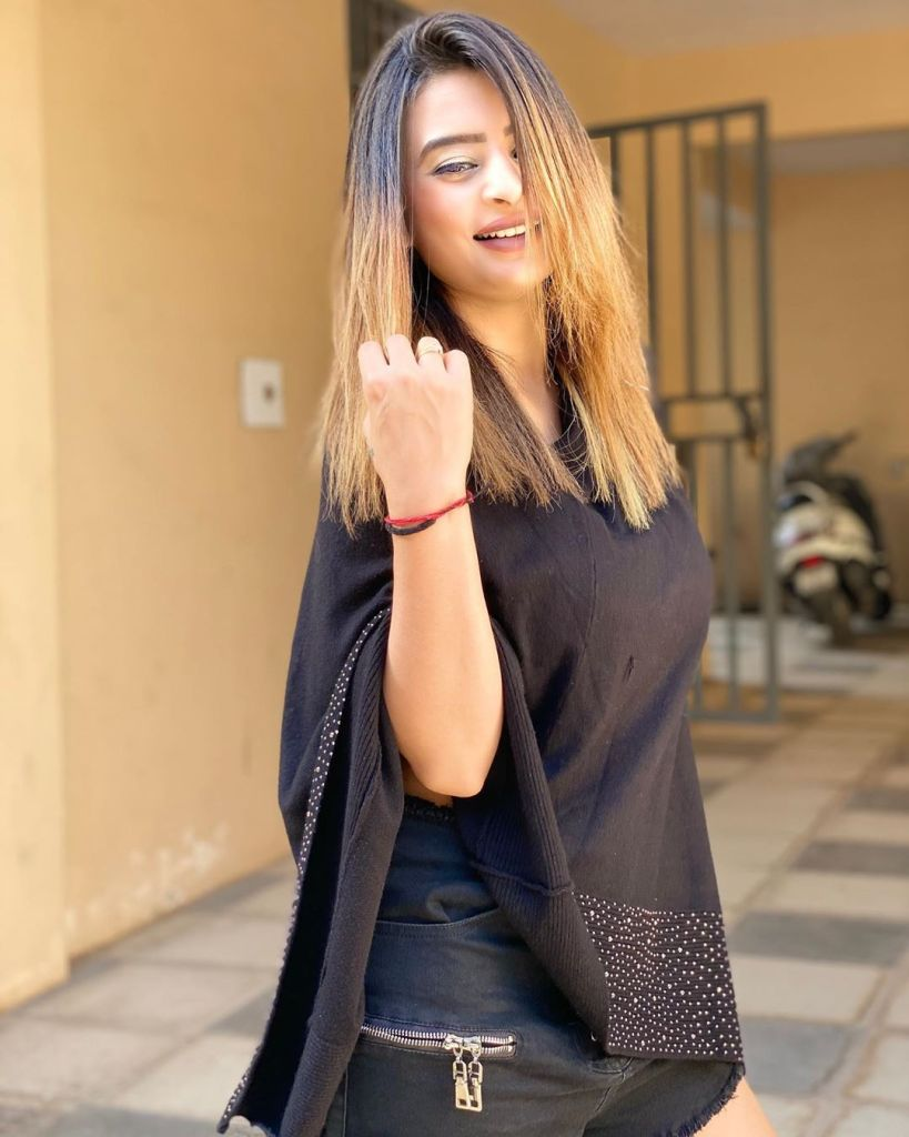 25+ Glamorous Photos of Ankita Dave 17