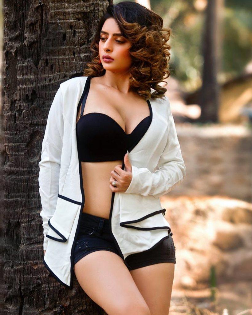25+ Glamorous Photos of Ankita Dave 23