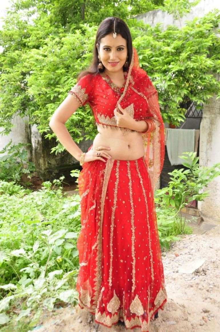 26+ Beautiful photos of Anusmriti Sarkar 11