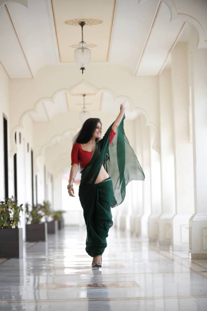 48+ Glamorous Photos of Archana Gupta 40