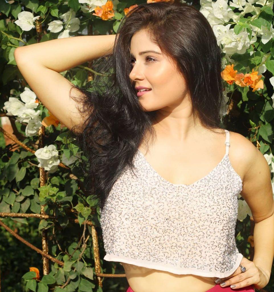 48+ Glamorous Photos of Archana Gupta 9