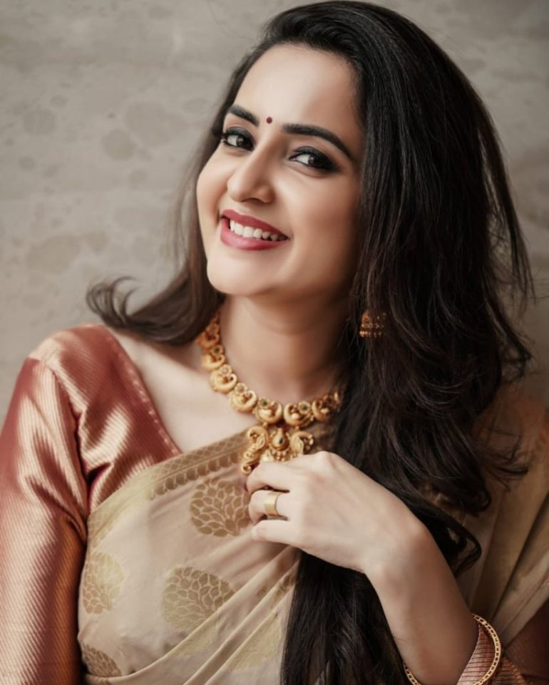 25+ Gorgeous Photos of Bhama 107