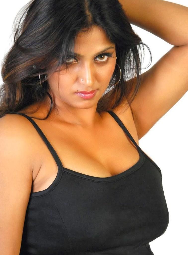 39+ Glamorous Photos of Bhuvaneshwari 12