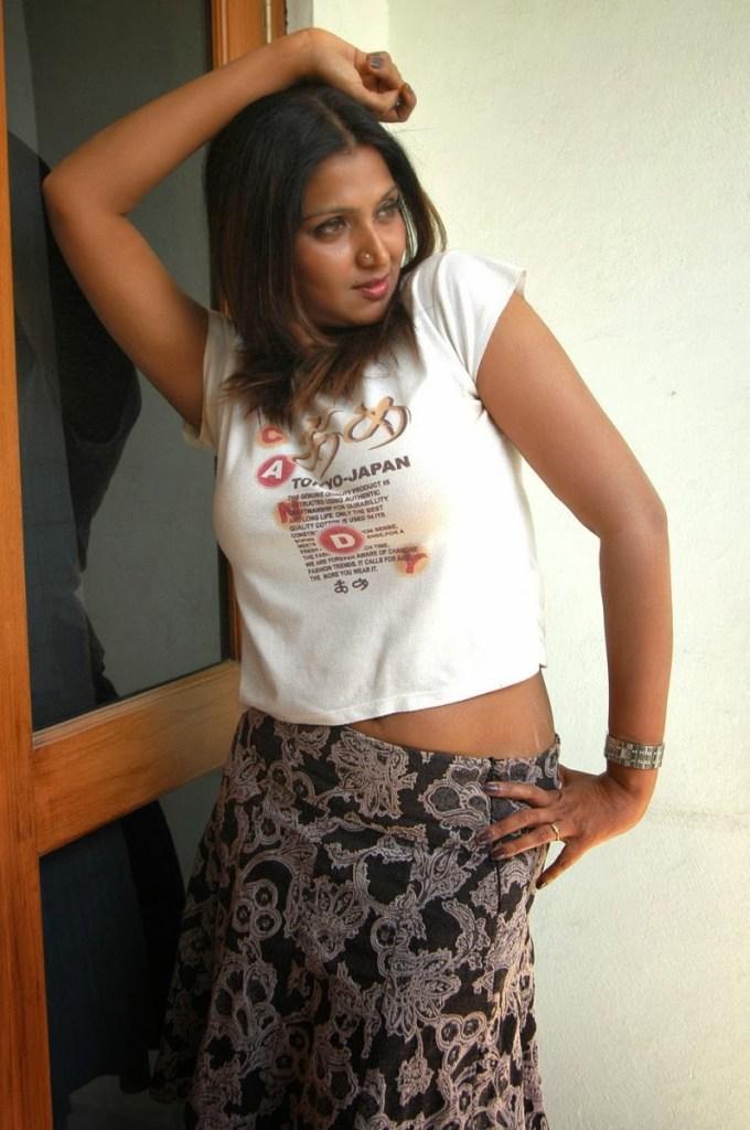 39+ Glamorous Photos of Bhuvaneshwari 20