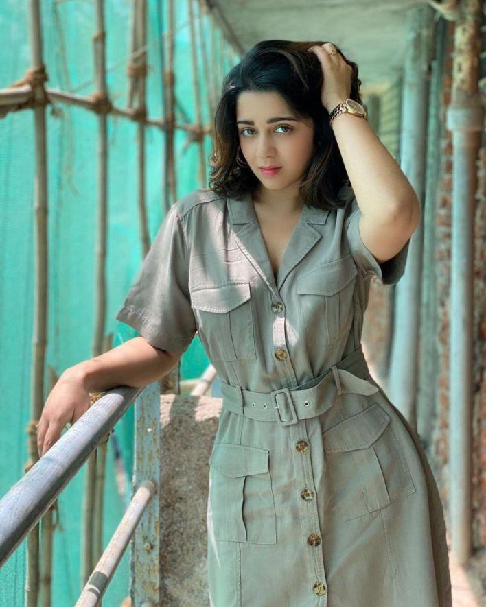 27+ Beautiful Photos of Charmy Kaur 17