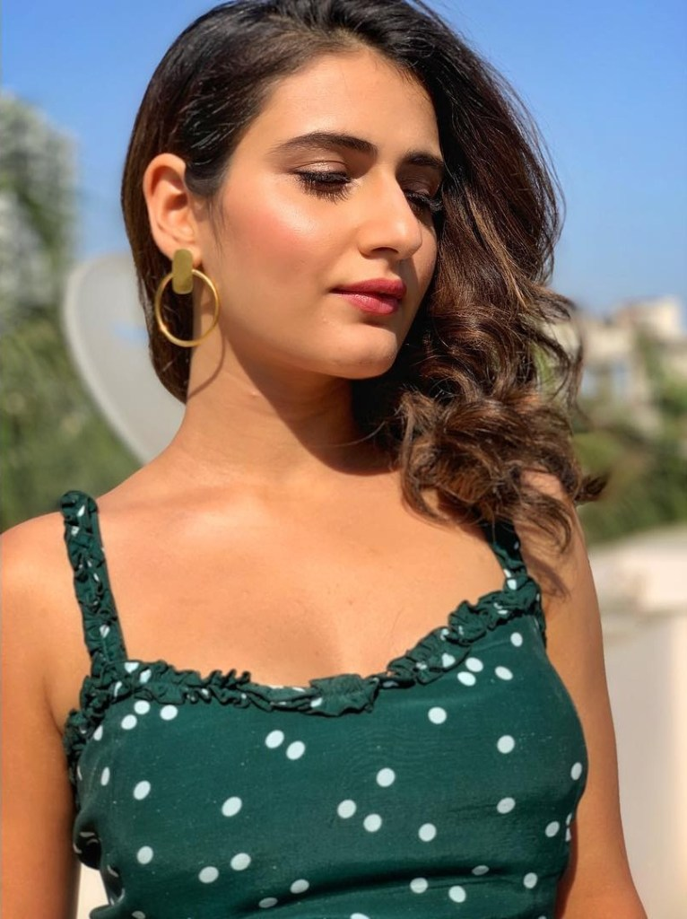 74+ Gorgeous Photos of Fathima Sana Shaikh 98