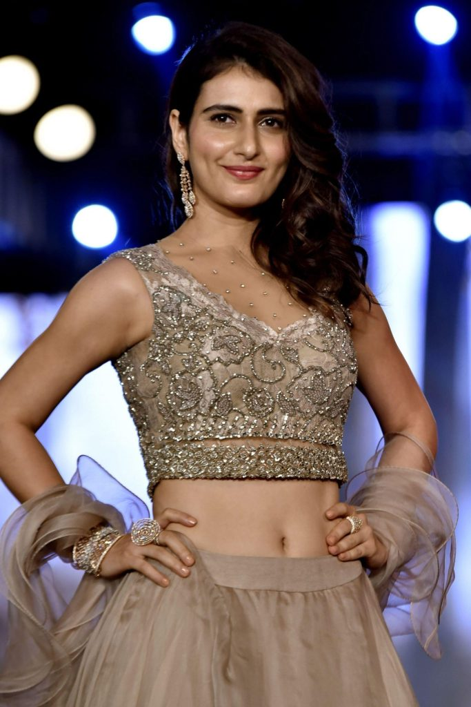 74+ Gorgeous Photos of Fathima Sana Shaikh 131