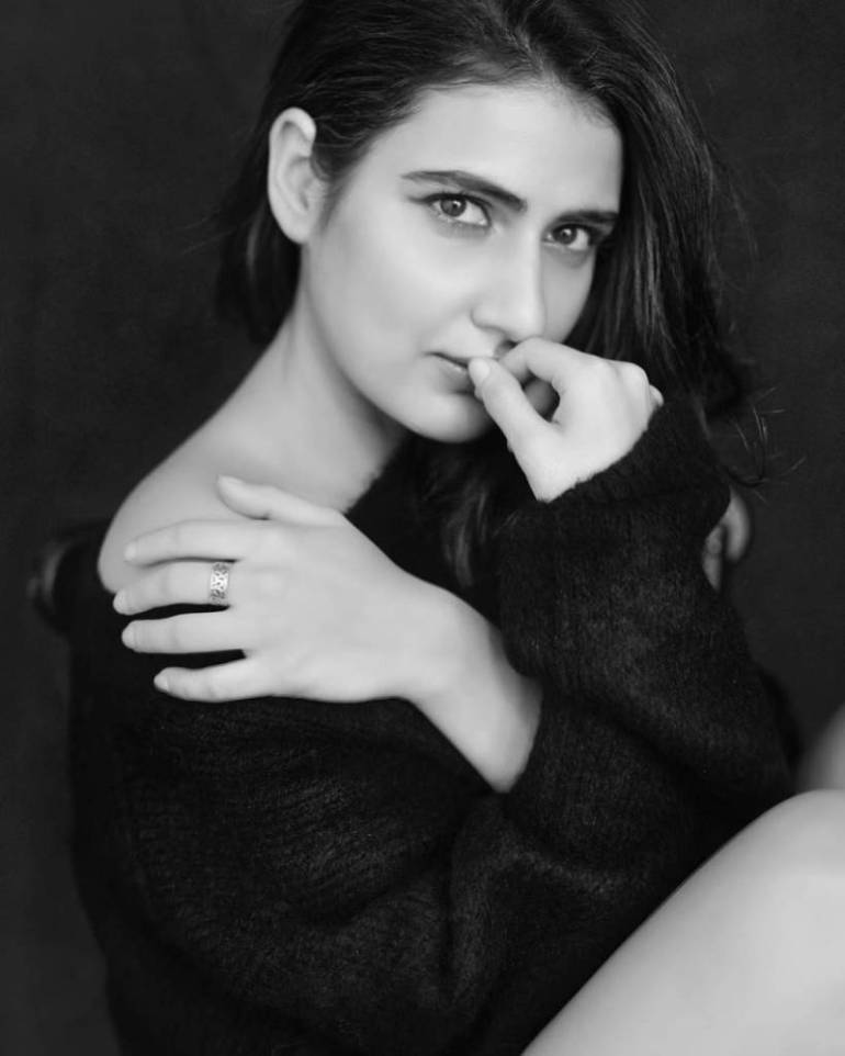 74+ Gorgeous Photos of Fathima Sana Shaikh 153