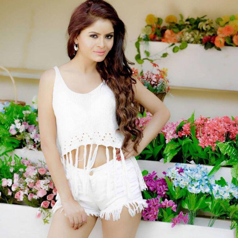 52+ Glamorous Photos of Gehana Vasisth 106