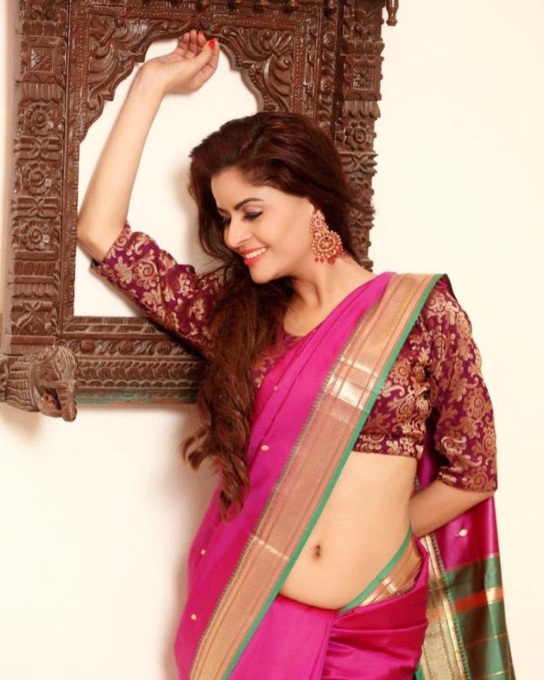 52+ Glamorous Photos of Gehana Vasisth 24