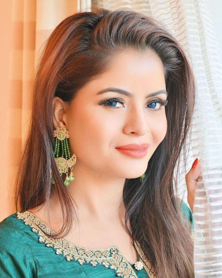 52+ Glamorous Photos of Gehana Vasisth 26