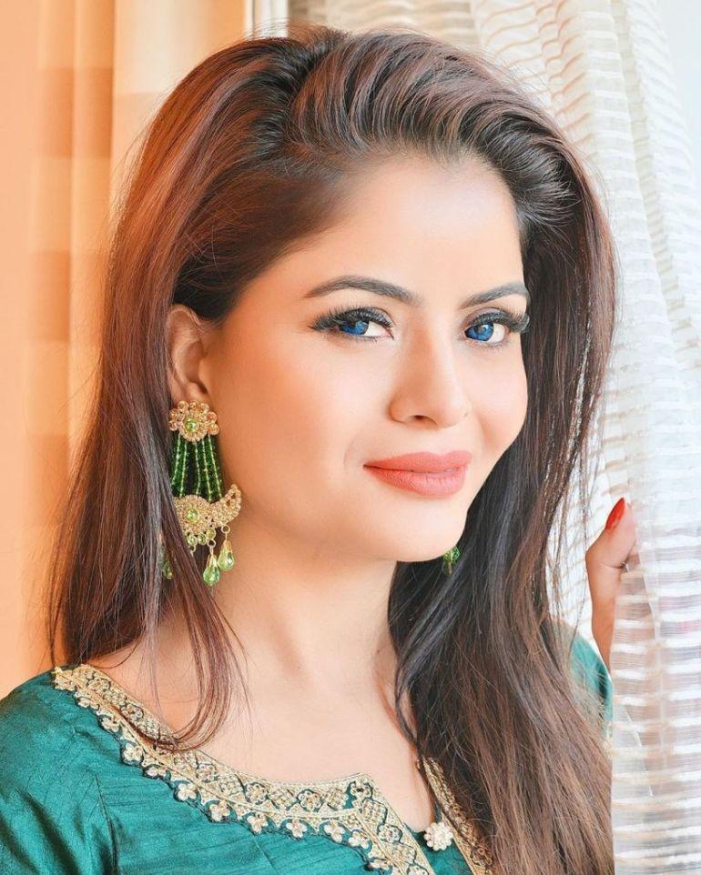 52+ Glamorous Photos of Gehana Vasisth 110