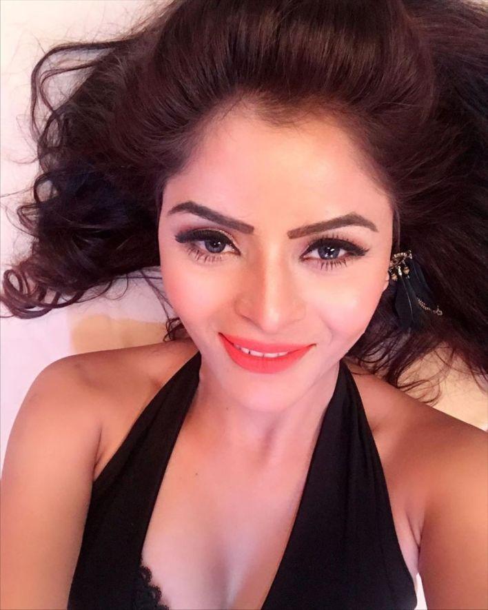 52+ Glamorous Photos of Gehana Vasisth 40