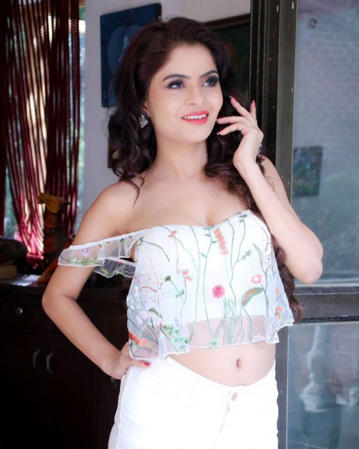 52+ Glamorous Photos of Gehana Vasisth 7