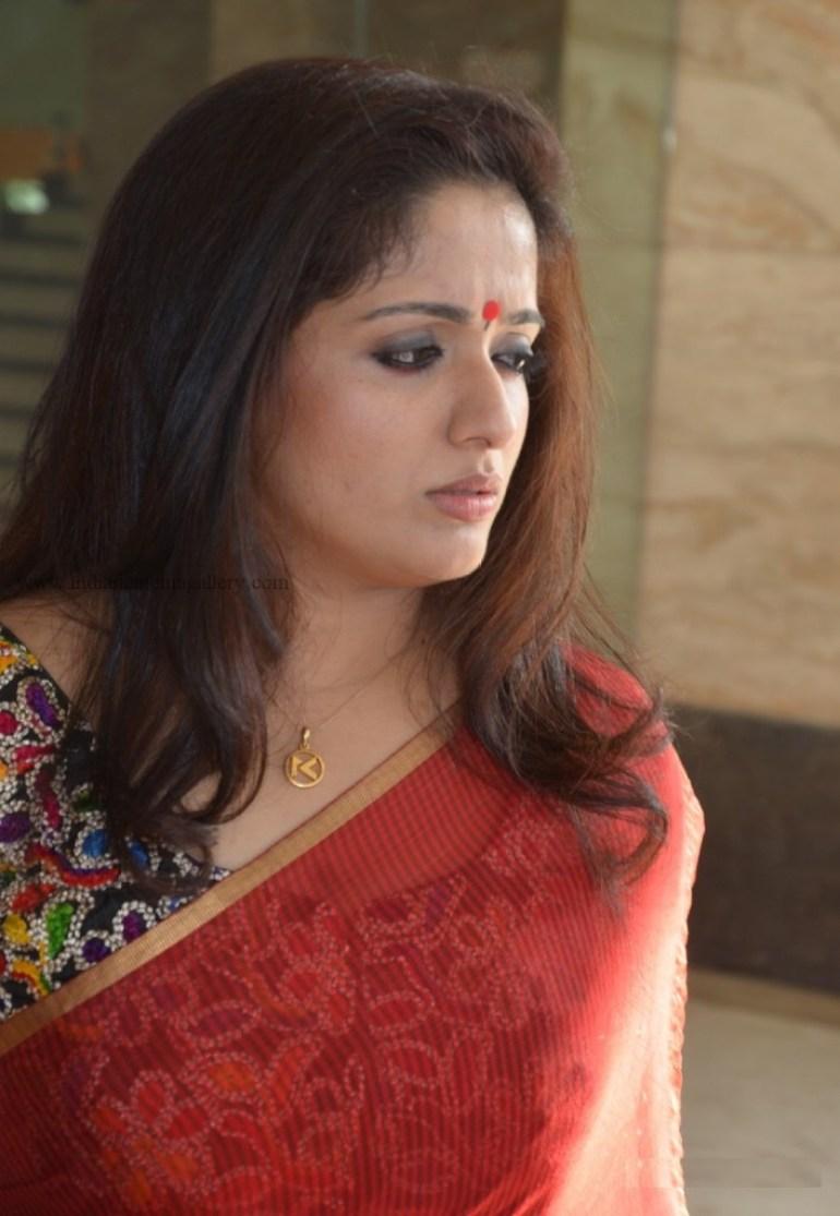 53+ Gorgeous Photos of Kavya Madhavan 55