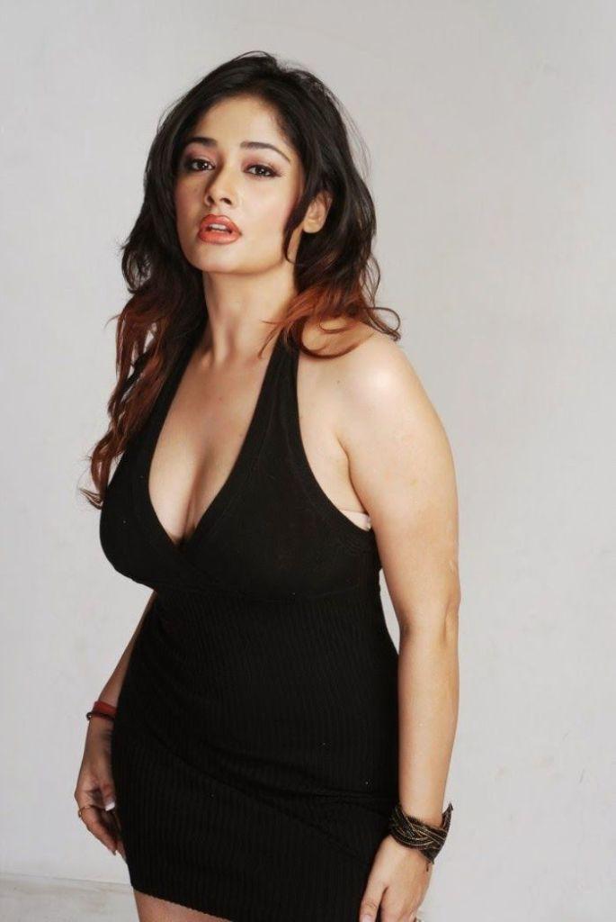 24+ Glamorous Photos of Kiran Rathod 4