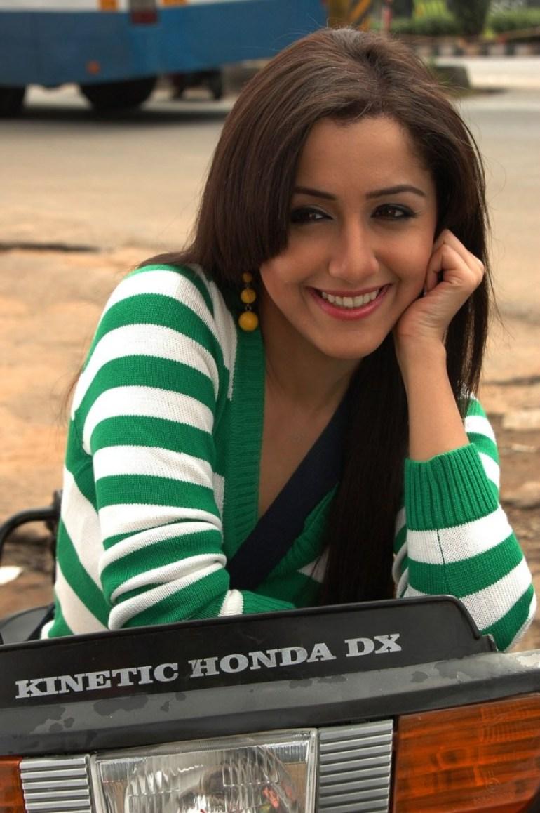 29+ Beautiful Photos of Mallika Kapoor 28