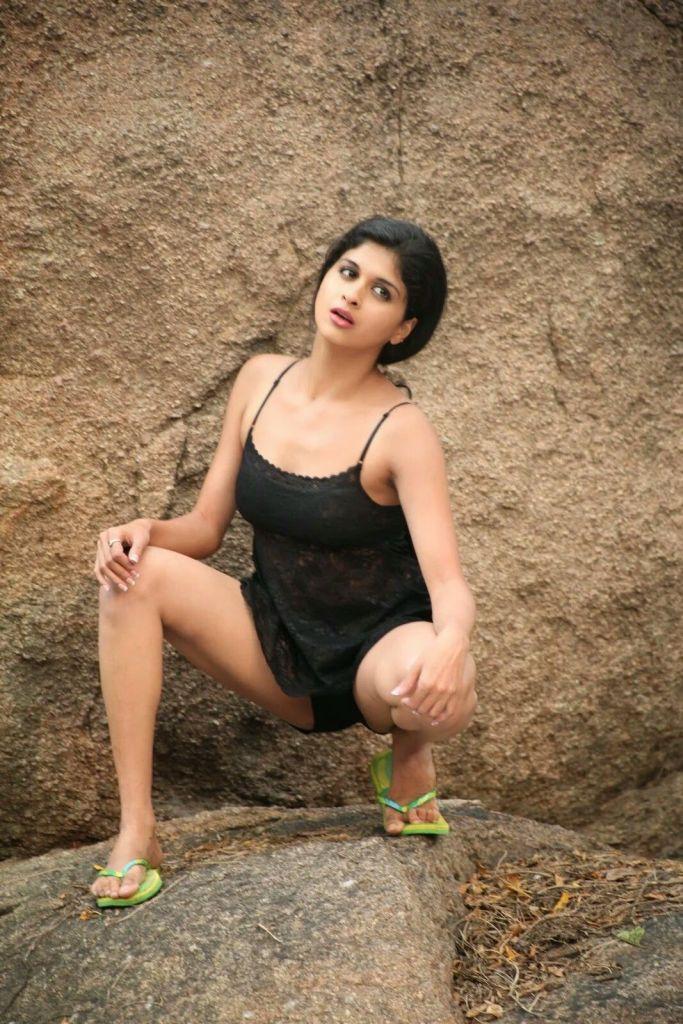 19+ beautiful Photos of Mrudhula Bhaskar 5