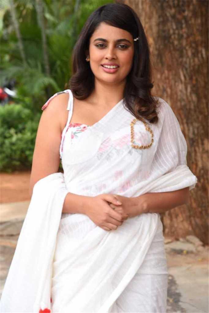 32+ Charming Photos of Nandita Swetha 3