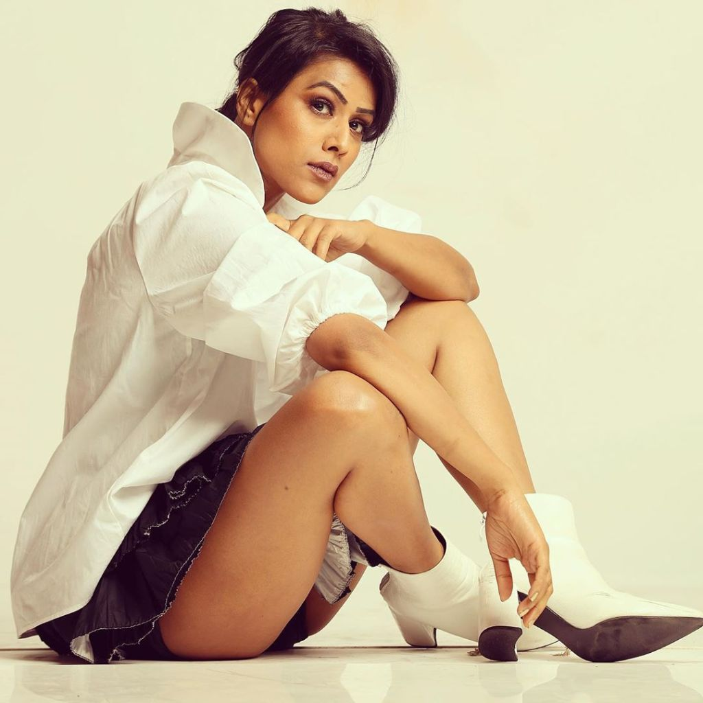 40+ Glamorous Photos of Nia Sharma 23