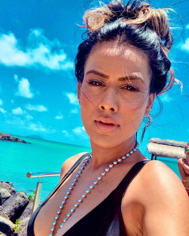 40+ Glamorous Photos of Nia Sharma 24