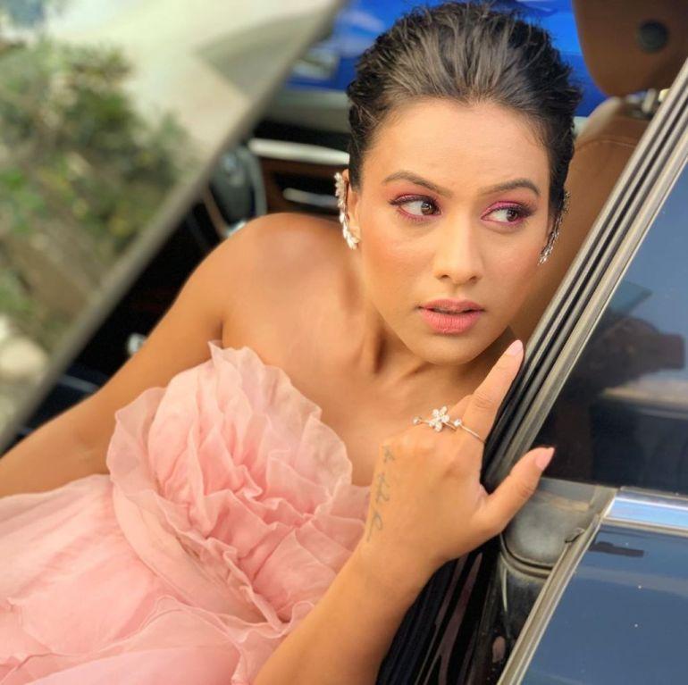 40+ Glamorous Photos of Nia Sharma 90
