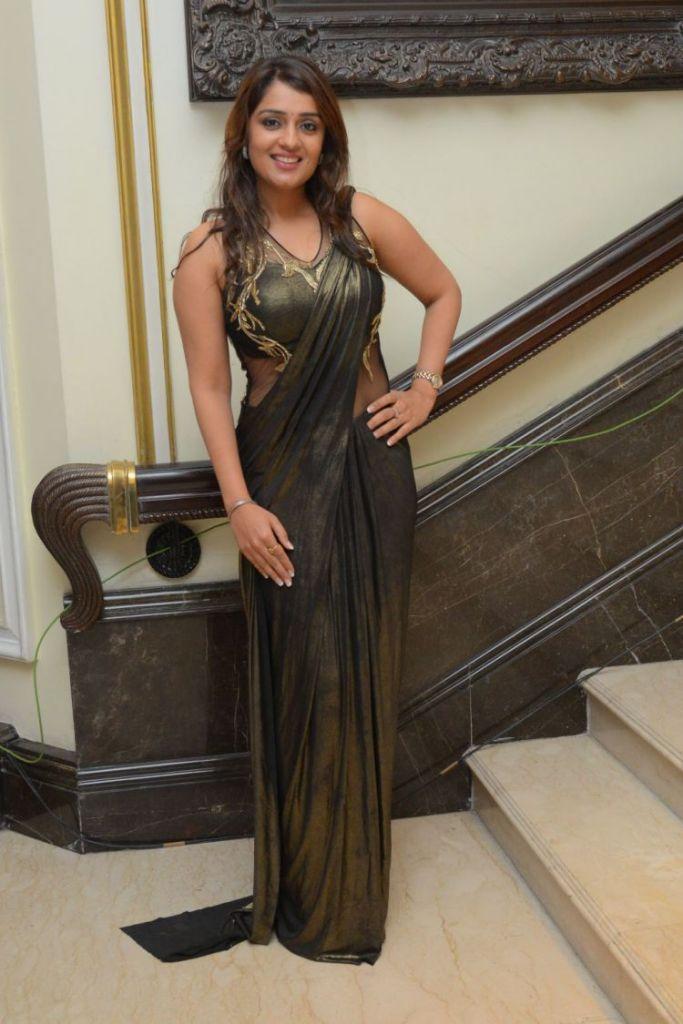 47+ Glamorous Photos of Nikita Thukral 30