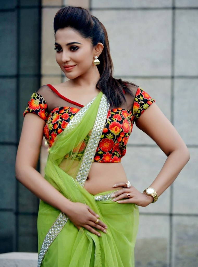 59+ Charming Photos of Parvati Nair 12