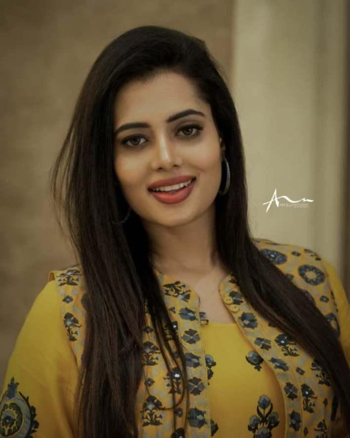 46+ Gorgeous Photos of Remya panicker 24