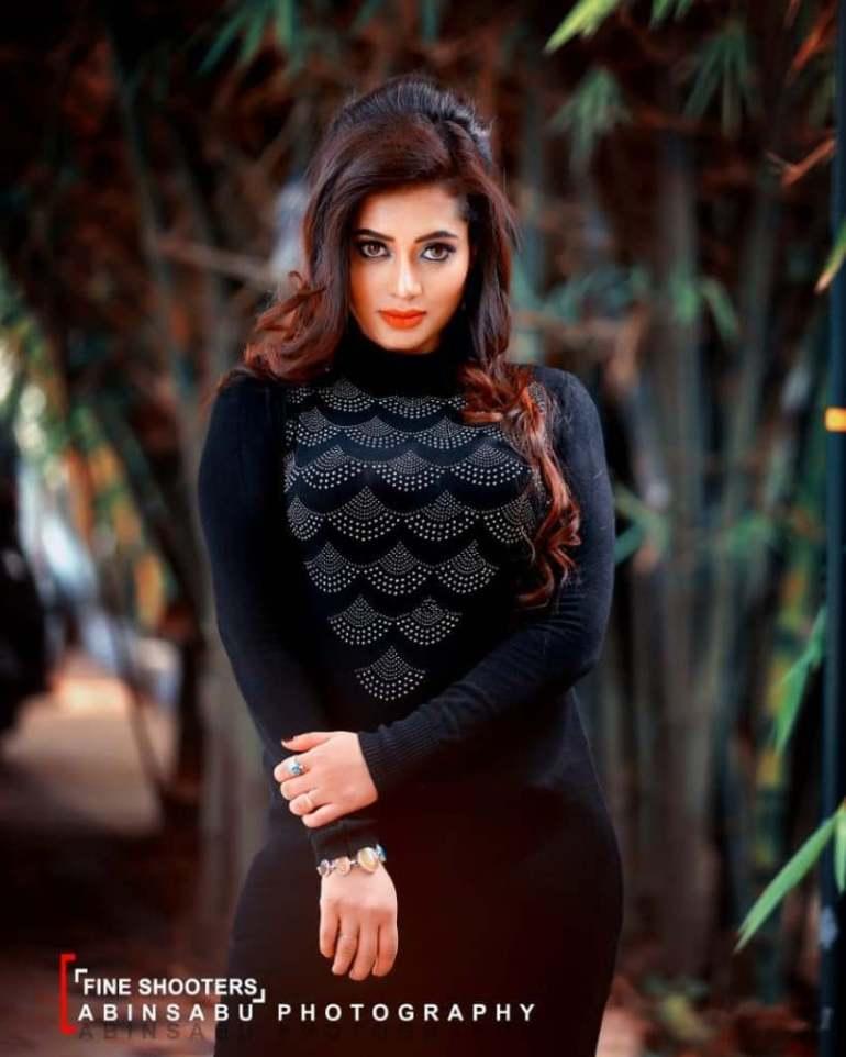 46+ Gorgeous Photos of Remya panicker 93