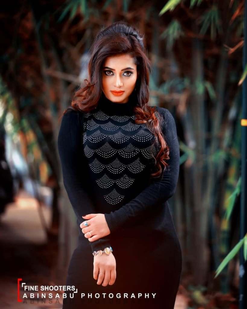 46+ Gorgeous Photos of Remya panicker 10