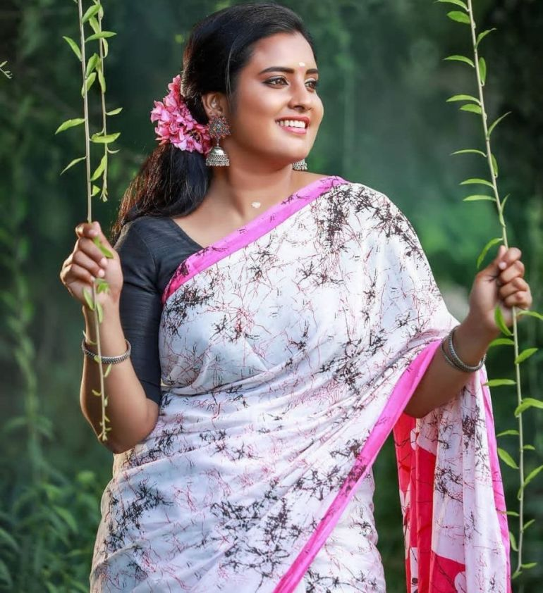 73+ Gorgeous Photos of Roshna Ann Roy 161