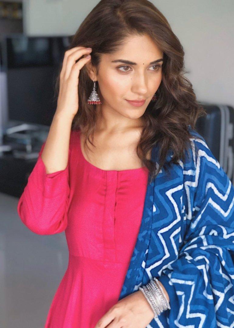 89+ Gorgeous Photos of Ruhani Sharma 69