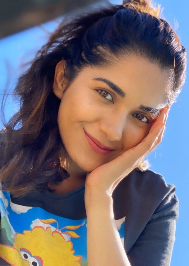 89+ Gorgeous Photos of Ruhani Sharma 94