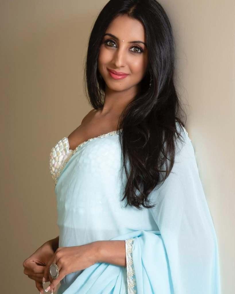 36+ Stunning Photos of Sanjana Galrani 33
