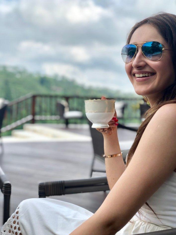 72+ Charming Photos of Sayesha Saigal 25