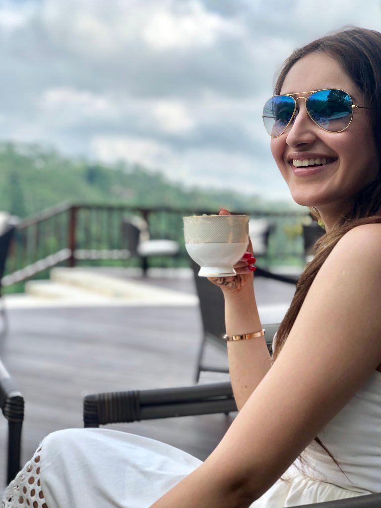72+ Charming Photos of Sayesha Saigal 26