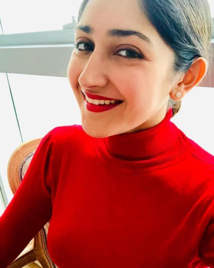 72+ Charming Photos of Sayesha Saigal 4